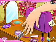 Игра Девушка делает блестящий ногти